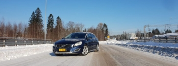 Koeajossa käytetty Volvo V60 – Vanha Volvo kelpaa Suomi-rokkarillekin