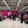 Uudenlainen autokauppa Jyväskylän Palokan kauppakeskuksessa
