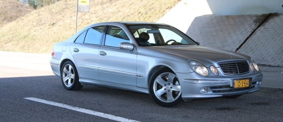 Mercedes-Benz E 500 V8 – tästä ei auto miehekkäämmäksi tule!