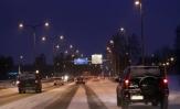 Pimeä aika vaatii toimivat ajovalot ja himmenevät sisänäytöt