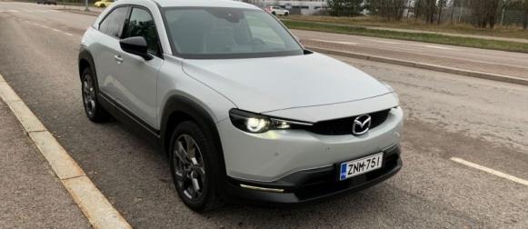 Sähköinen Mazda MX-30 – Lidlin latauspiste tuli taatusti tutuksi
