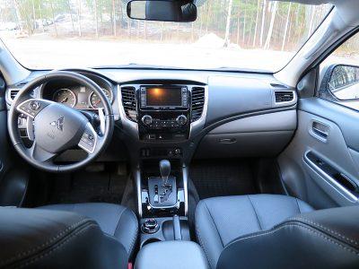 Koeajo Mitsubishi L200 – Pehmeästi etenevä pick-up   Kaasujalka